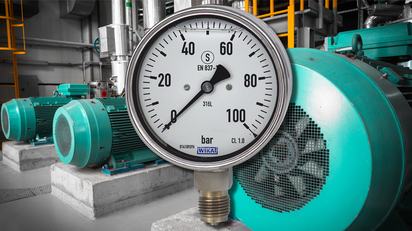 Liquid filled pressure gauge in its field of application